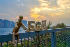 Robô de madeira e o porto Fotografia de Stock Royalty Free