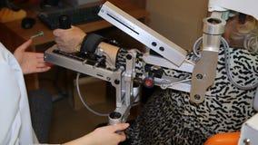 Robô de passeio médico LOKOMAT - robô de passeio - metragem conservada em estoque filme