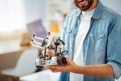 Robô demontrating de sorriso do coordenador Imagem de Stock Royalty Free