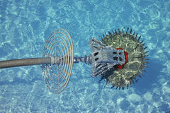 Robô do líquido de limpeza da piscina Fotografia de Stock