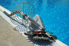 Robô do líquido de limpeza da piscina Foto de Stock