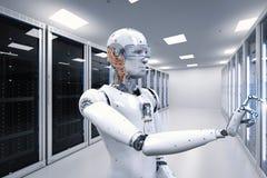 Robô que trabalha na sala do servidor Imagens de Stock Royalty Free