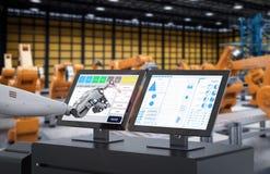 Robô que trabalha na tela de monitor Imagem de Stock