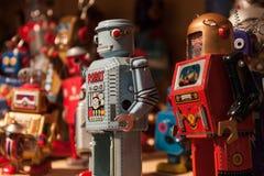 Robôs do folha de Flandres do vintage na exposição em HOMI, mostra internacional da casa em Milão, Itália Imagens de Stock Royalty Free