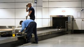 Roba del carosello di riparazione del bagaglio dell'aeroporto di Montreal Aeroporto di Montreal, Canada, luglio 2018 stock footage