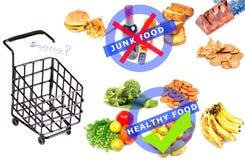 Roba di rifiuto contro alimento sano Fotografia Stock