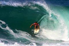 закулисный заниматься серфингом серфера robb kalani Стоковое Изображение RF