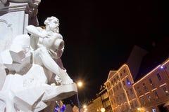Robba-Brunnen in der festlichen Beleuchtung in Ljubljana, Slowenien Stockbilder