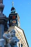 Robba springbrunn- och klockatorn på stadshus i Ljubljana Arkivbild