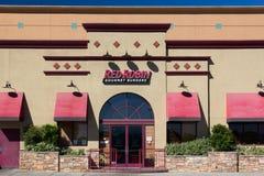 Robbin Gourmet Burgers Restaurant Exterior roja Fotos de archivo