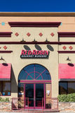 Robbin Gourmet Burgers Restaurant Exterior rossa immagini stock libere da diritti