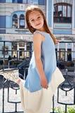 Robe bleue de petite de bébé de petite fille jolie de visage mode d'usage Photo libre de droits