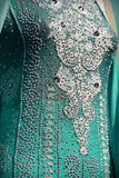 Robe colorée indienne avec des perles et des cristaux au marché de festival de culture Photos stock