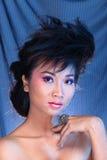 Robe de boule bleue de robe de soirée dans la belle femme asiatique avec le fashi Photographie stock libre de droits