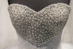 Robe de mariage avec des perles Image libre de droits