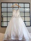 Robe de mariage de jeunes mariées Images libres de droits