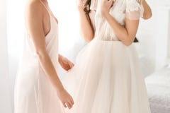 Robe de mariage merveilleuse Images stock
