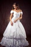 Robe de mariage s'usante de modèle de mode Image libre de droits