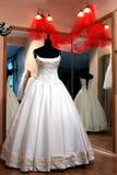 Robe de mariage sur le mannequin Photographie stock libre de droits