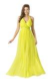 Robe de mode de beauté de femme longue, robe élégante d'été de jaune de fille Photo stock