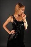 Robe de noir de fille Photographie stock