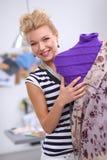 Robe de sourire de fixation de couturier dessus Images libres de droits