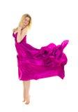 Robe rose rectifiée de vol de jeune femme Photo stock