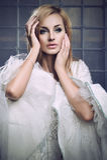 Robe s'usante de cru de beauté blonde renversante Images libres de droits