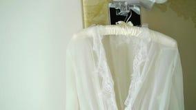 Robe sexy de boudoir nuptiale banque de vidéos