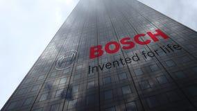 Robert Bosch-GmbHlogo auf reflektierenden Wolken einer Wolkenkratzerfassade, Zeitspanne Redaktionelle Wiedergabe 3D stock video