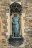 Robert The Bruce Statue no castelo de Edimburgo fotografia de stock royalty free