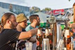 Robert Doms-bierbar bij het Festival van het Atlasweekend Kiev, de Oekraïne stock foto's
