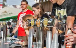 Robert Doms-bierbarmannen bij het Festival van het Atlasweekend Kiev, de Oekraïne stock foto's
