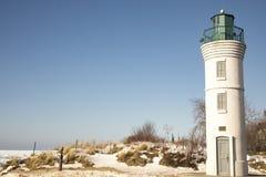 Robert H Manning Lighthouse op zandig strand, Imperium, Michigan binnen stock fotografie