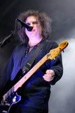 Robert Smith, cantor e guitarrista do grupo de rock que legendário a cura executa em San Miguel primavera Sound Festival imagem de stock