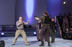 Robert Waschka κατά τη διάρκεια της συζήτησης για το στρατιώτη εναντίον του πολεμιστή σε Anime Στοκ Εικόνα