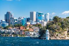 Robertsons punktu latarnia morska i północy Sydney pejzaż miejski na pogodnym obraz royalty free