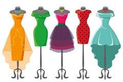 Robes colorées d'été sur le mannequin illustration libre de droits