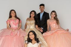 Robes de l'adolescence de Quinceanera photographie stock libre de droits
