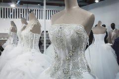 Robes de mariage sur l'affichage chez Si Sposaitalia à Milan, Italie Images libres de droits
