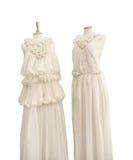 Robes en soie nuptiales, sur des mannequins Image libre de droits