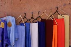 Robes Handcrafted en Ait Benhaddou, Maroc Photographie stock libre de droits