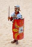 Robes jordaniennes d'homme en tant que soldat romain image stock