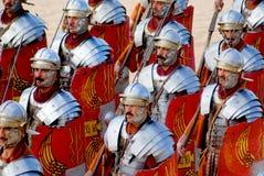 Robes jordaniennes d'homme en tant que soldat romain image libre de droits