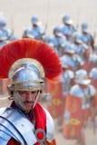 Robes jordaniennes d'homme en tant que soldat romain images stock