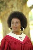 Robes longues âgées moyennes d'église de femme d'Afro-américain Photographie stock libre de droits