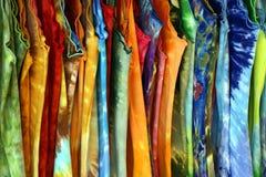 Robes multicolores de l'été de plusieurs femmes images libres de droits