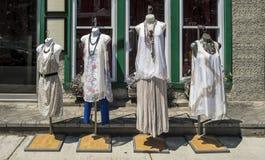 Robes sur des mannequins Photo stock
