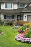 robiący manikiur ogrodowy dom zdjęcie royalty free