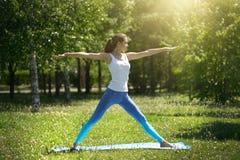robić ćwiczeń ładny kobiety joga obraz stock